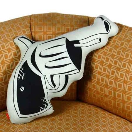 11_Gun Pillow