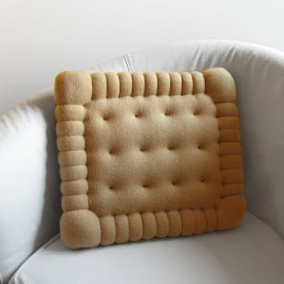 19_Petit Beurre Cushion
